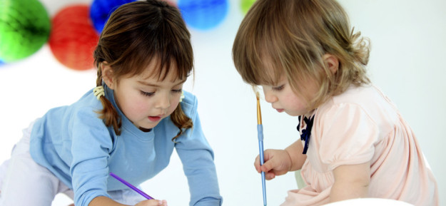 2 children painting